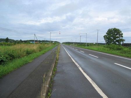 01.北海道 一直線な道の写真