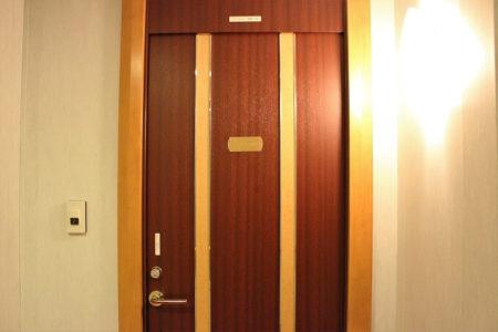 02.スウィートルームのドア