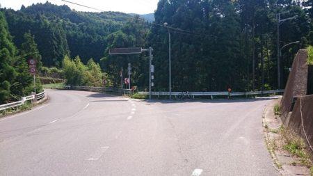 10.水越峠へ続く道の写真