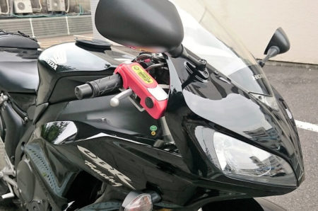 02.CBRとバイクガードの写真