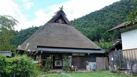 01.この村で一番大きくて古い家の写真