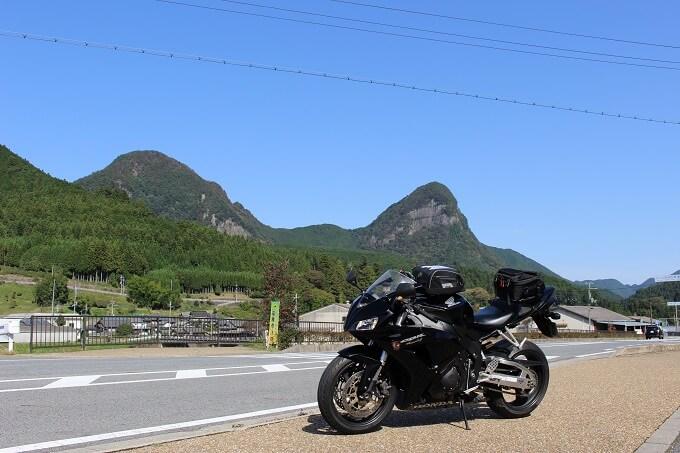 09.兜岳と鎧岳とCBRの写真