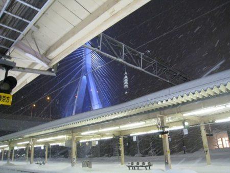 14.吹雪きの青森駅の写真