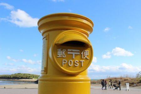 03.黄色いポストの写真(ドアップ)