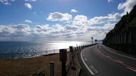 04.楽園へ向かって走る道の写真