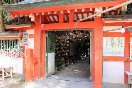 09.元宮へ続く門の写真