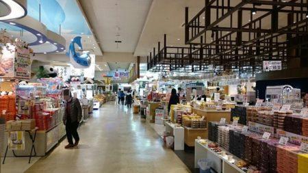 05.ショッピングモールの様な店内の写真