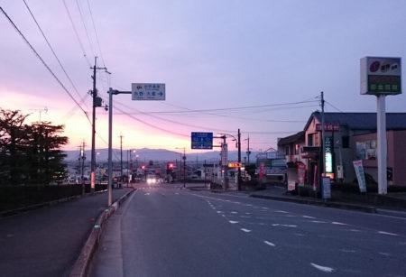 03.山麓線にどんつく交差点の写真