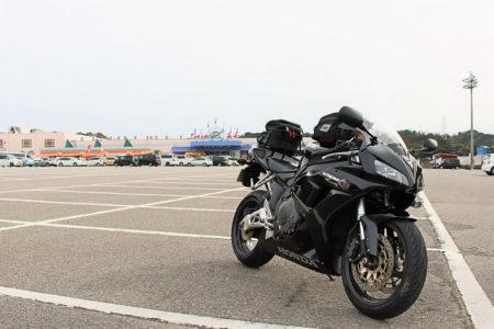 07.とれとれ市場の広い駐車場の写真