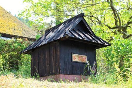 02.放水銃が入っている小屋の写真