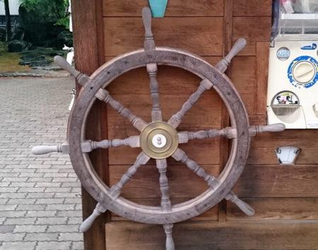 13.船のハンドルの写真
