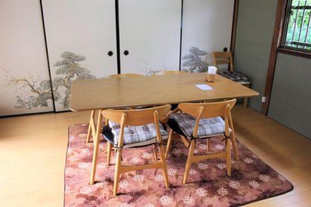 10.テーブル席の写真