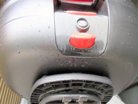 07.水滴が付いたリアBOXの写真