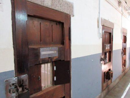 17.牢獄の扉の写真