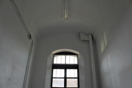 19.牢獄の写真(上)