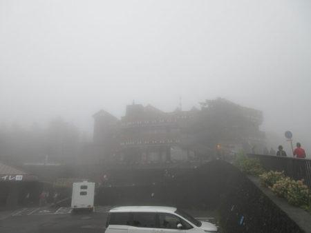 06.霧に包まれた富士山五合目の写真