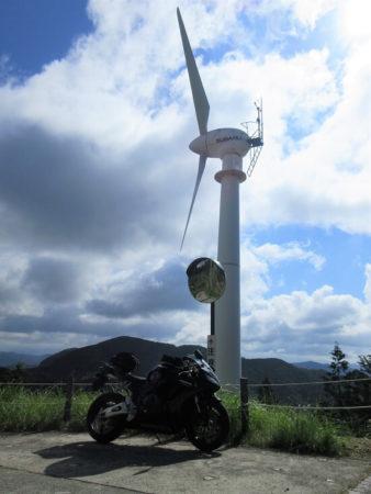 04.風車とCBRの写真