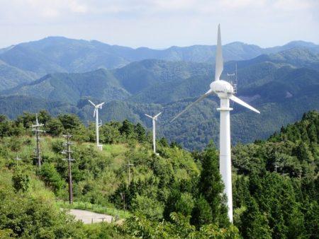 06.3機の風車の写真