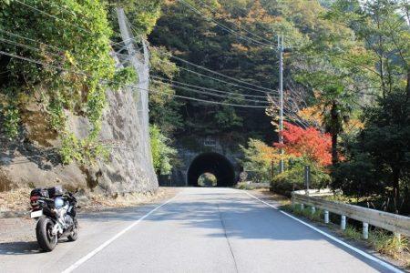 08.トンネルの前での写真