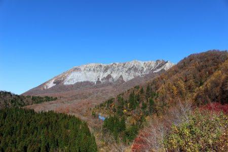 10.鍵掛峠からの大山南壁の写真