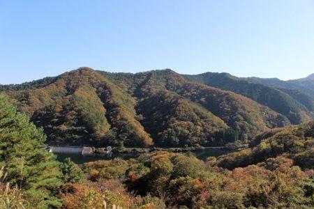 10.船上ダムの紅葉の写真