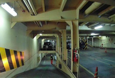 06.車両甲板内下り坂の写真