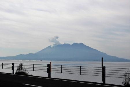 12.活動が始まった桜島の写真