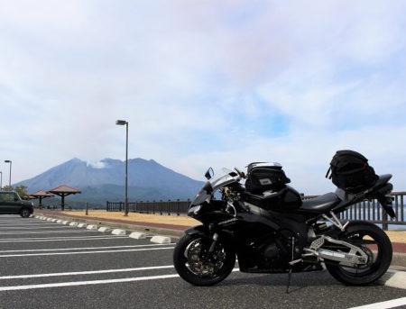 13.桜島とCBRの写真