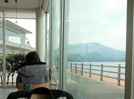 14.レストランから見える桜島の写真
