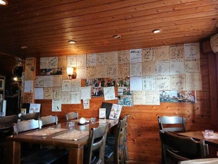 05.Mach Ⅲ壁のサイン色紙の写真