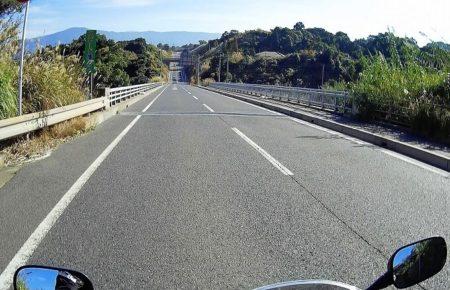 07.県道26号線(直線)の写真