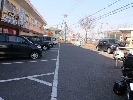 06.『がんたれ』駐車場の写真