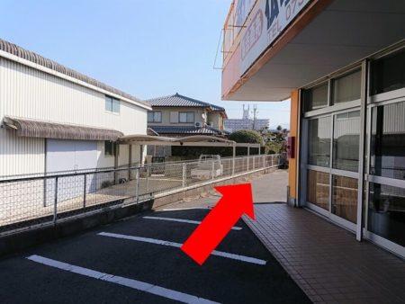 12.『がんたれ』店舗から左側の写真