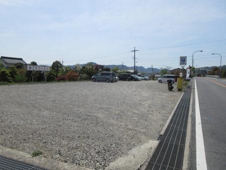 14.梅本とうふ店との共同駐車場の写真