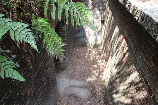 22.第三砲台跡(地下に降りる階段)の写真