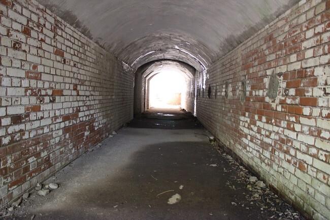 24.砲座へと続く通路の写真