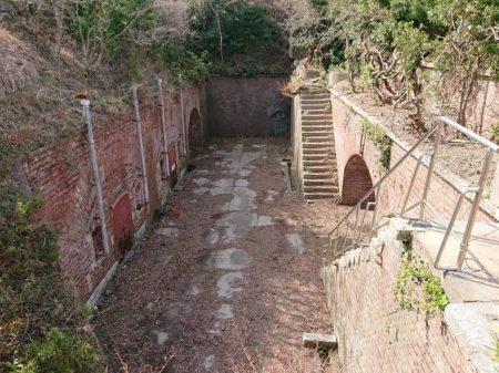 立入禁止区域の第一砲台跡の写真
