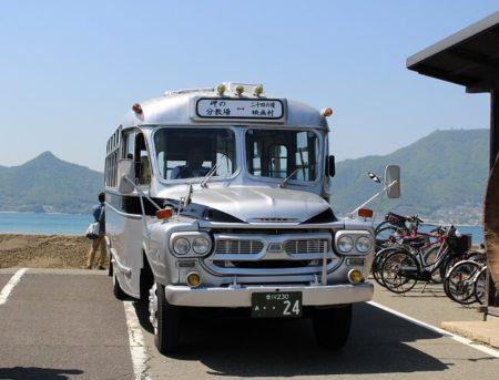 03.ボンネットバスの写真
