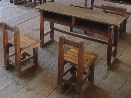 07.机や椅子の写真