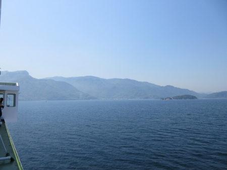 09.フェリーから見える小豆島の写真