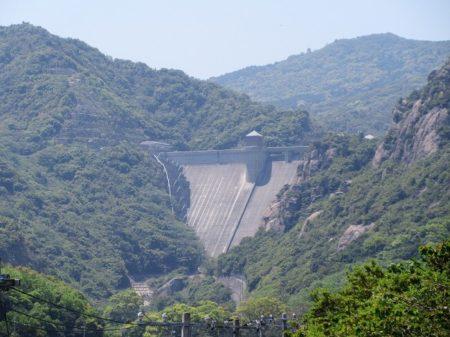 17.県道26号線から見える『吉田ダム』の写真