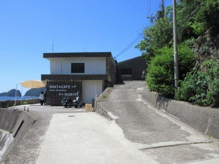 05.ボートカフェへと続く道の写真