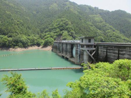 08.二川ダムのダム湖の写真