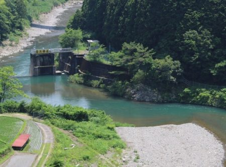 16.綺麗な川の写真