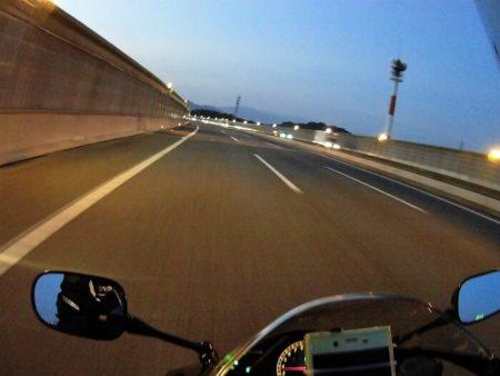 02.早朝の西名阪の写真