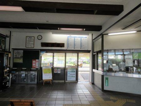 03.辰野駅 改札の写真