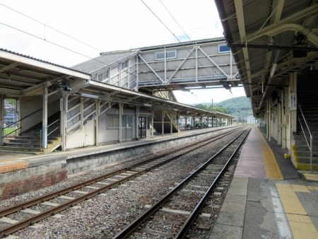 05.辰野駅 構内の写真