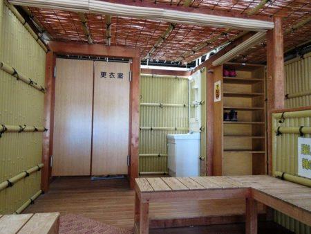09.上諏訪駅 足湯の設備の写真