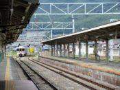 1.辰野駅に入線する列車の写真
