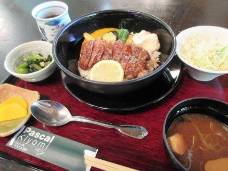13.飛騨牛ステーキ丼の写真